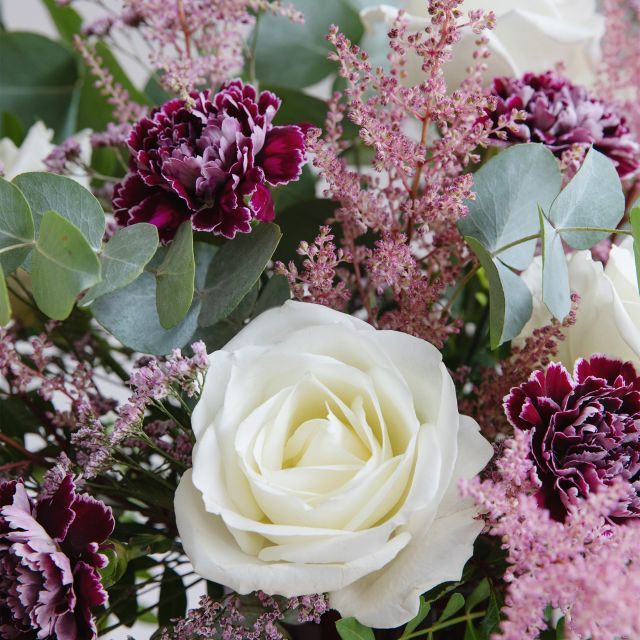 Comprar ramo de flores rosas blancas y claveles