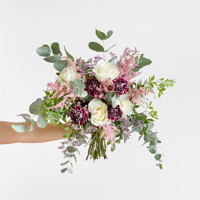 Enviar ramo de flores rosas brancas e cravos