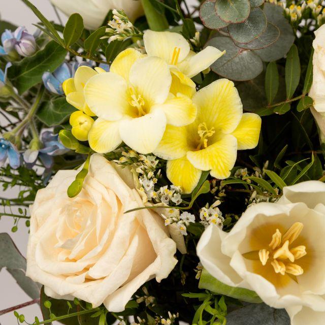 Envío a domicilio de rosas y freesias
