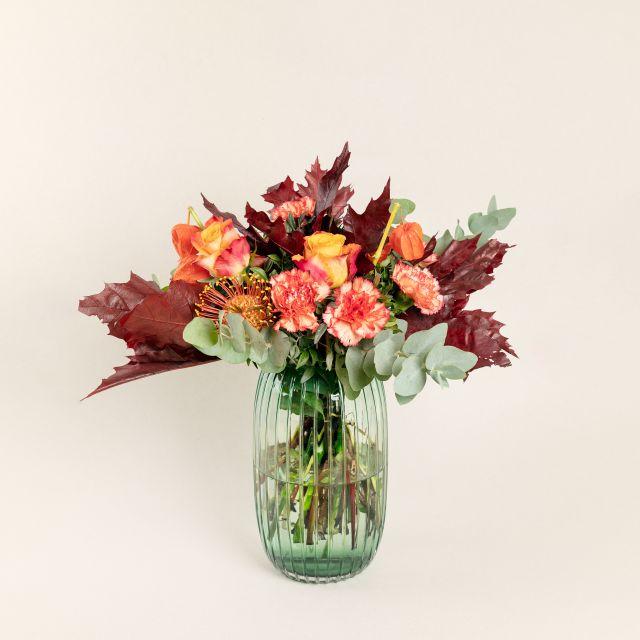 Blumenstrauß mit Rosen und Physalis