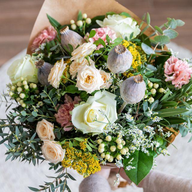 Envio a domicilio ramo con rosas y claveles