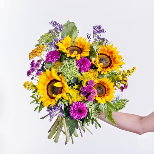 Ramo de flores  com girassóis e limonium