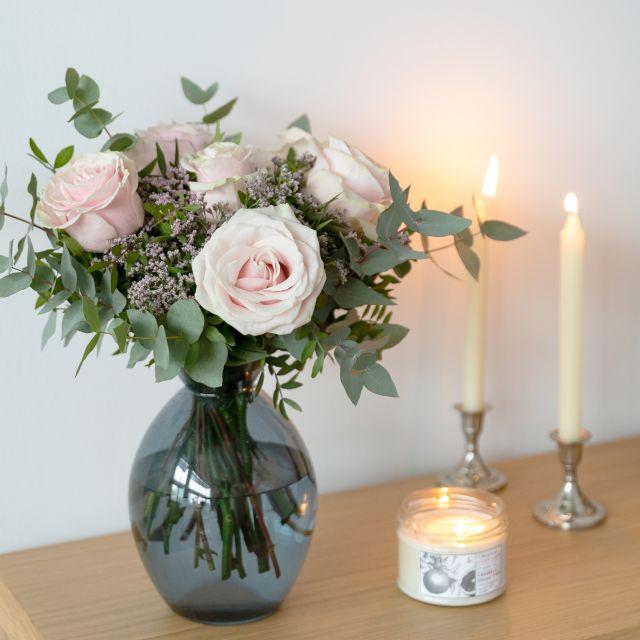 Blumen nach Hause schicken mit Rosen und Limonium