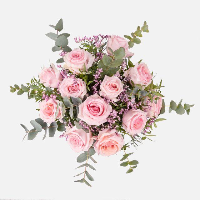 Blumenstrauß mit Rosen und Limonium