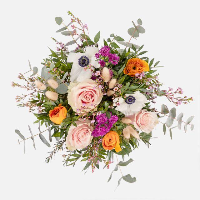 Sende einen Blumenstrauß mit Rosen und Astern