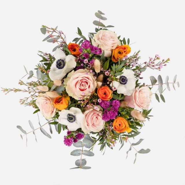 Blumenstrauß mit Rosen und Aster