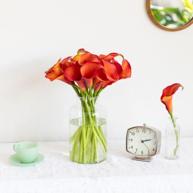 Blumenstrauß aus orangefarbenen Calla-Lilien kaufen
