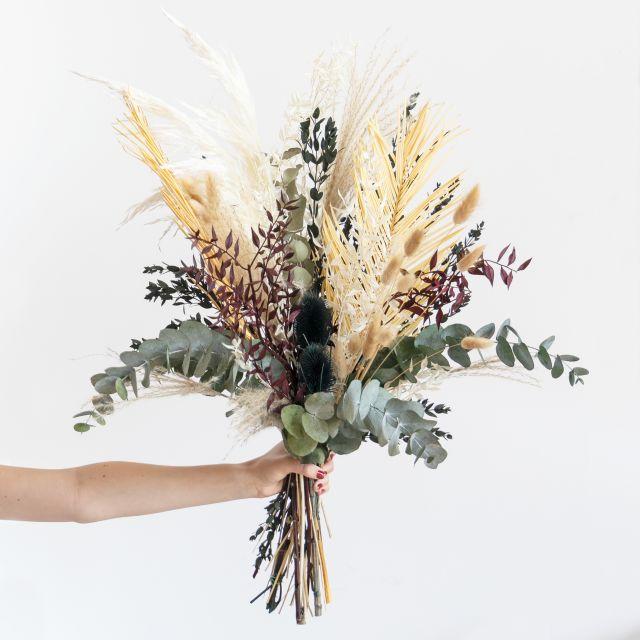 Ramo flores secas folhas de palmeira