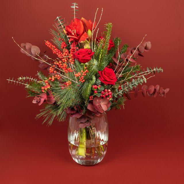 Blumenstrauß mit Christdorn, rote Rosen und Amaryllis