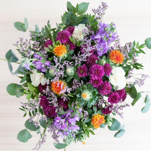 Blumenstrauß mit Dianthus und Matthiola