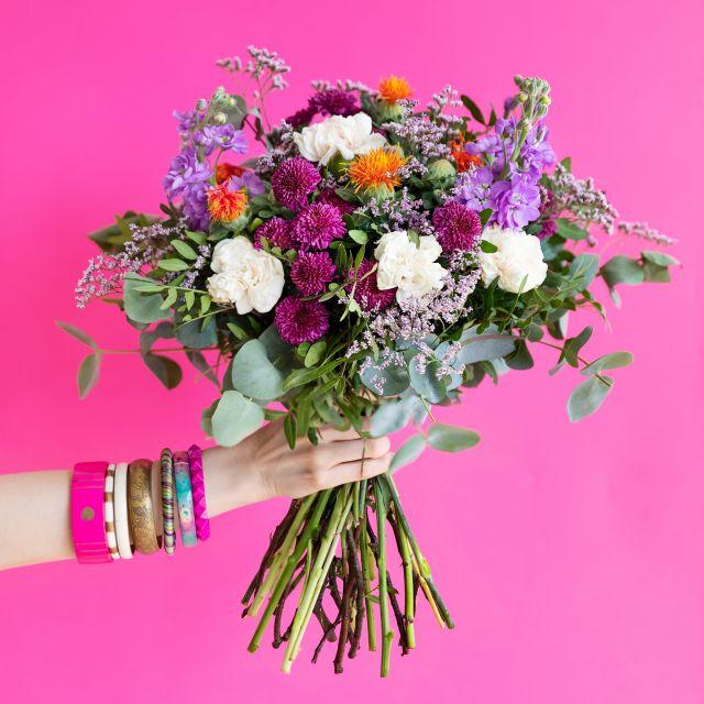 Versende einen Blumenstrauß mit cremefarbenen Dianthus