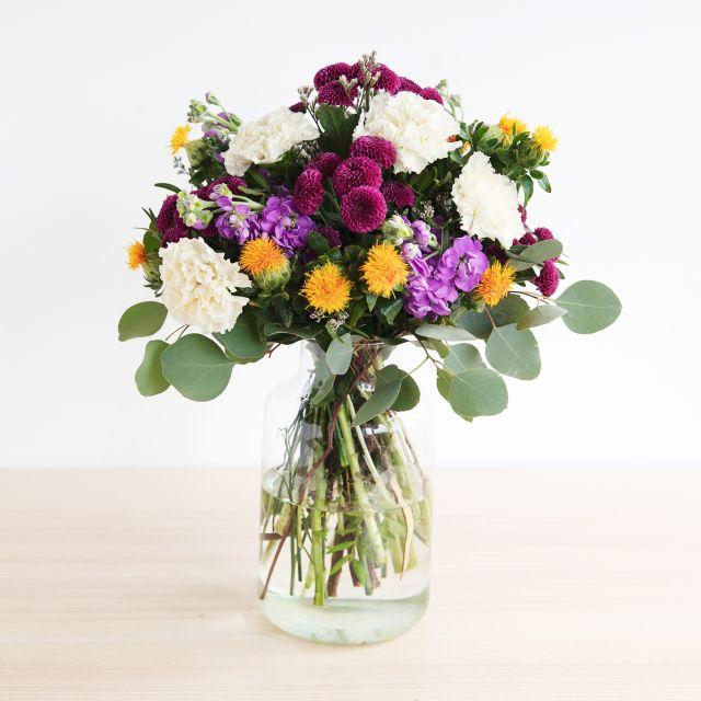 Blumensträuße mit cremefarbenen Dianthus