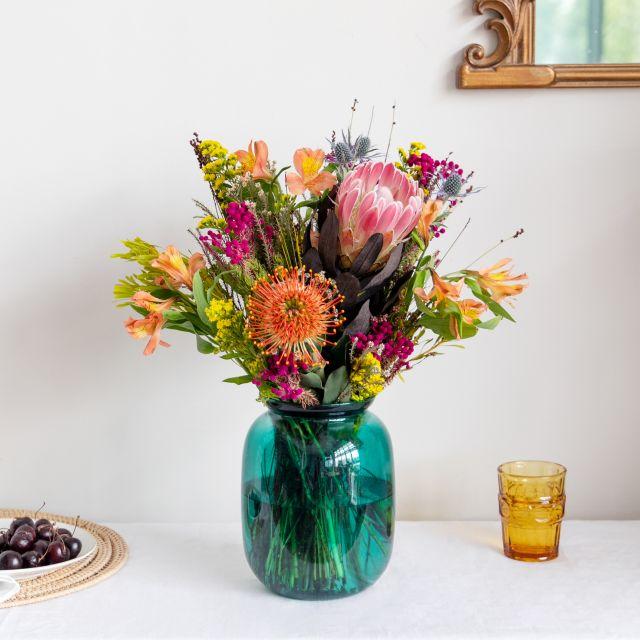 Ramo de protea y eryngium a domicilio