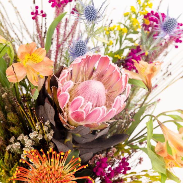 Bouquet con protea e nutans