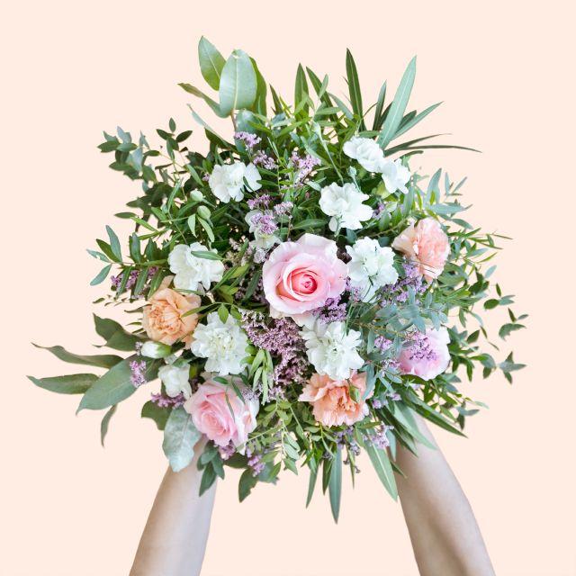Blumenstrauß mit Rosen und Nelken zum Muttertag verschicken
