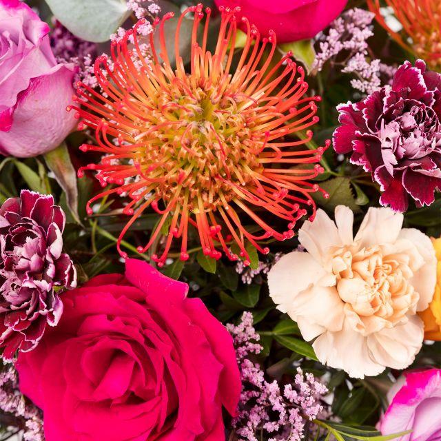 Blumenstrauß mit Rosen und rosa Lisianthus nach Hause schicken