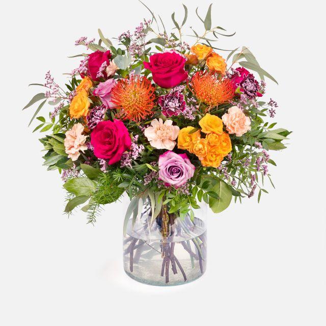 Blumenstrauß aus Rosen und rosa Lisianthus