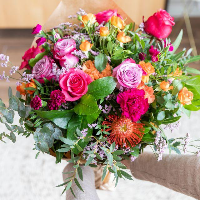 Strauß mit Rosen und Dianthus nach Hause liefern