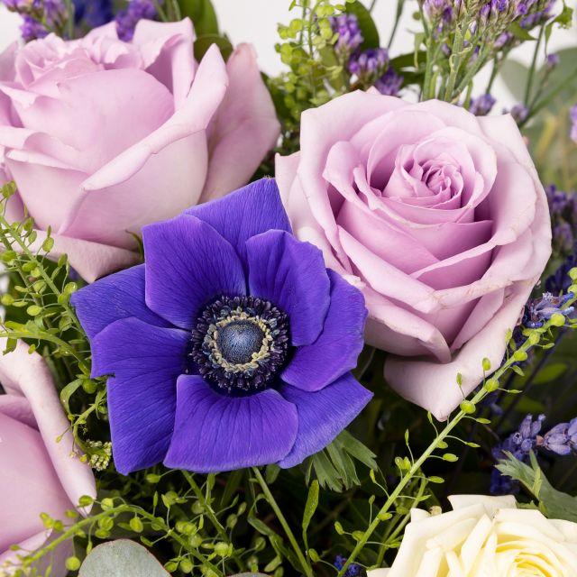 Ramo de flores com lavanda e rosas