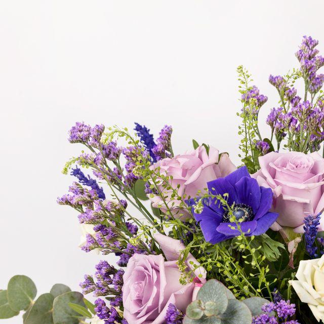 Enviar ramo de flores a domicilio com lavanda e rosas