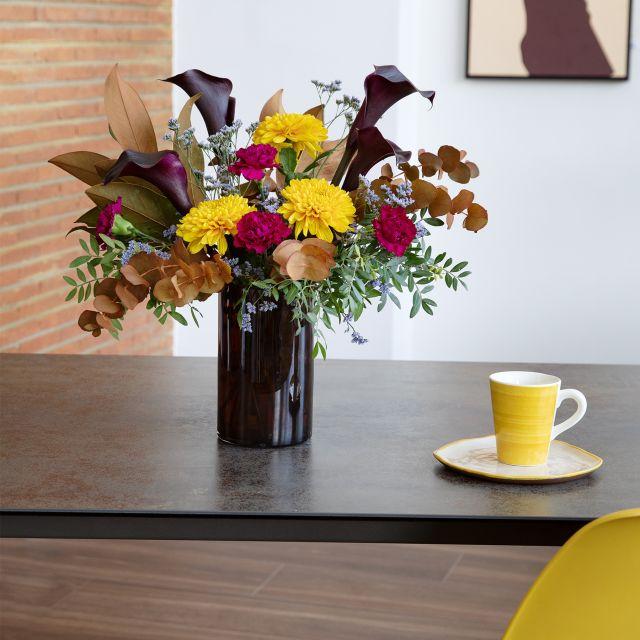 Bouquet di calle nere e garofani all'indirizzo di casa